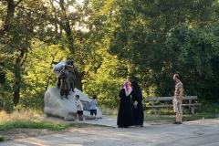 Leopoldsberg : Junge türkische Patrioten, Schabernack treibend am Denkmal für die Befreier Wiens 1683