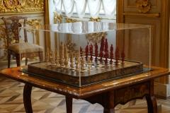 fine chess ( ivory vs. amber )