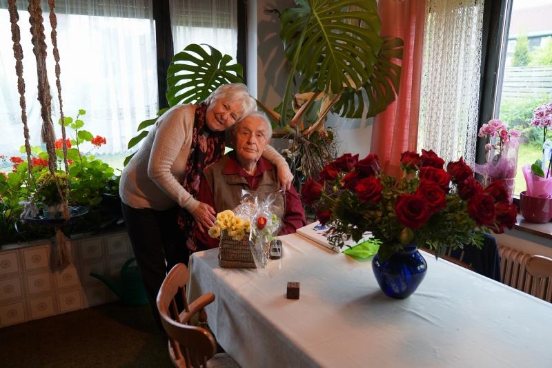 Roses for Frieda & Hans : Courtesy Sgt. Robert A. Eddings