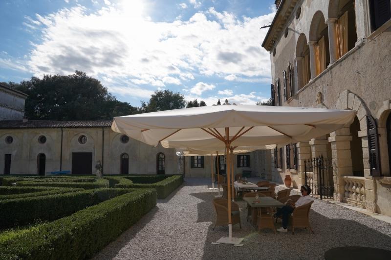 refreshement at Villa Giona