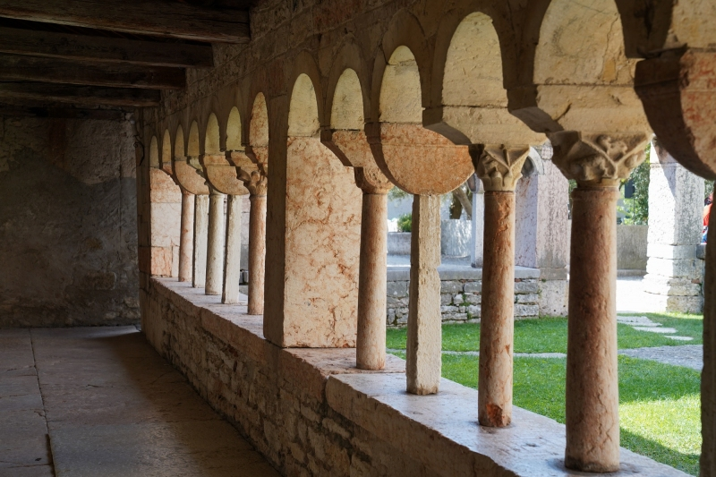 super slim stone columns , please, don´t  toss