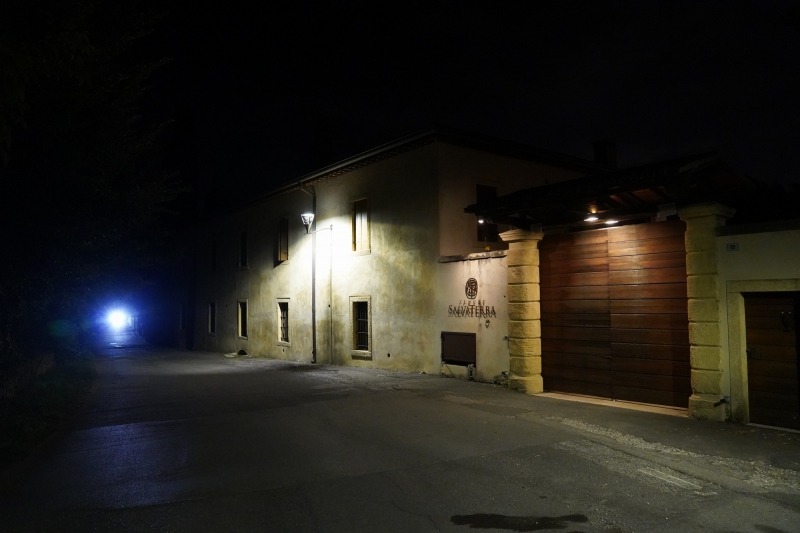 after dinner I convinced MN to walk up to Castelrotto  in total darkness, saying ´Fear not Mary,  the gun in my holster is loaded´