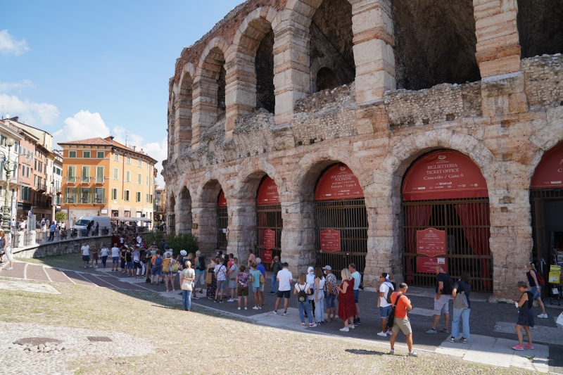Arena di Verona, infested with curious tourist