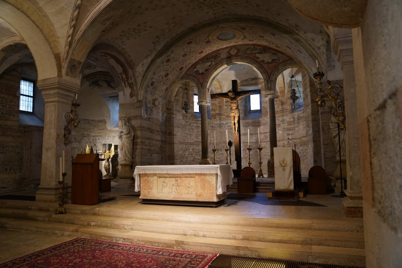 San Fermo, altar the lower church