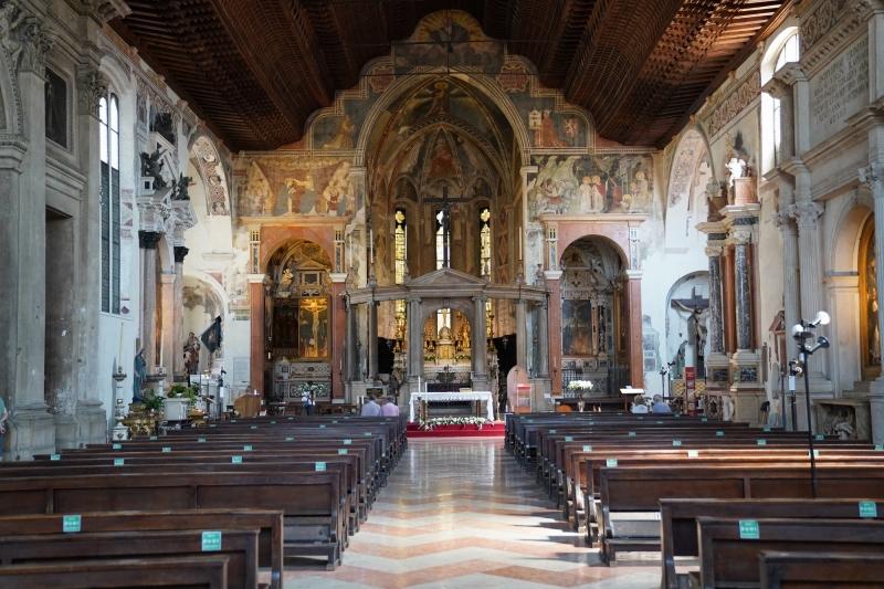 San Fermo, altar with ceiling